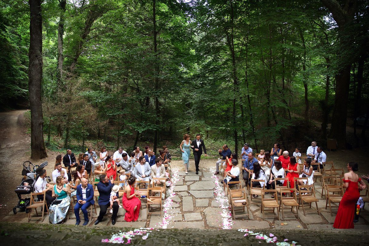 Romantic wedding in the forest 16
