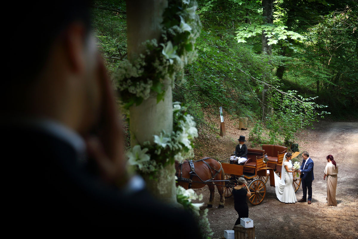 Romantic wedding in the forest 19