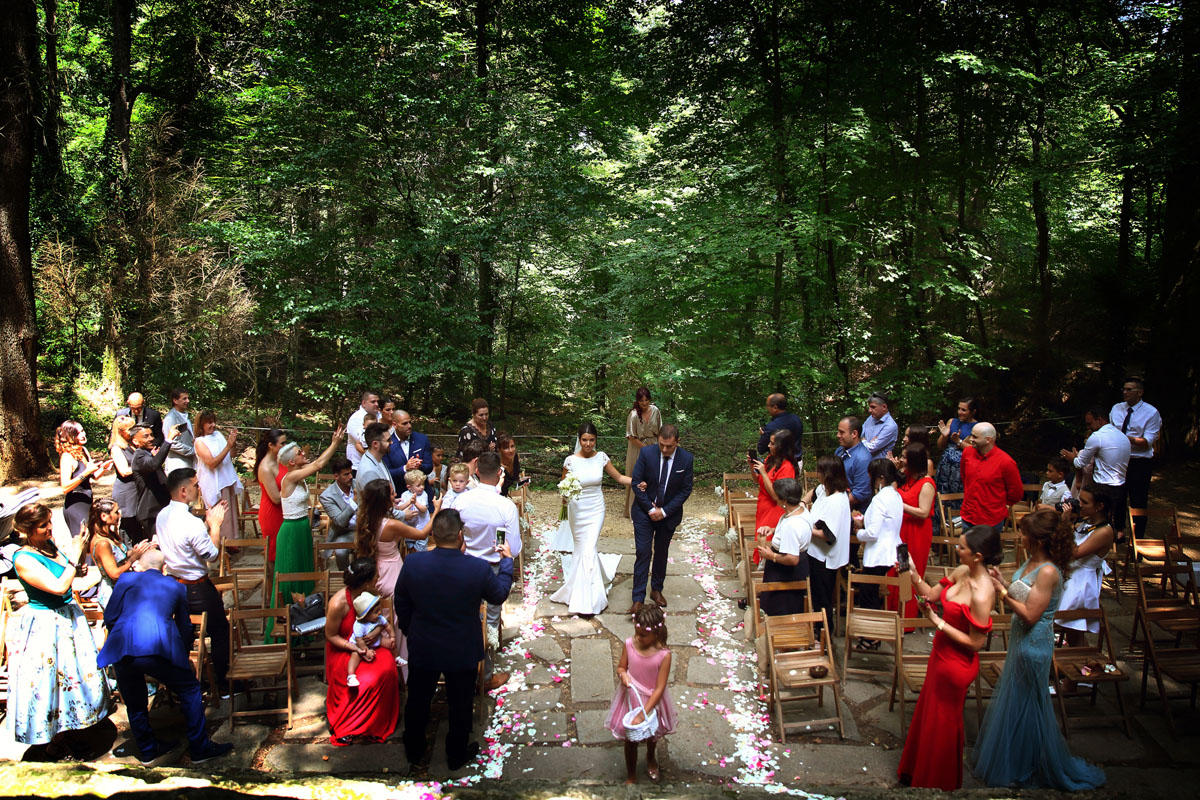 Romantic wedding in the forest 23