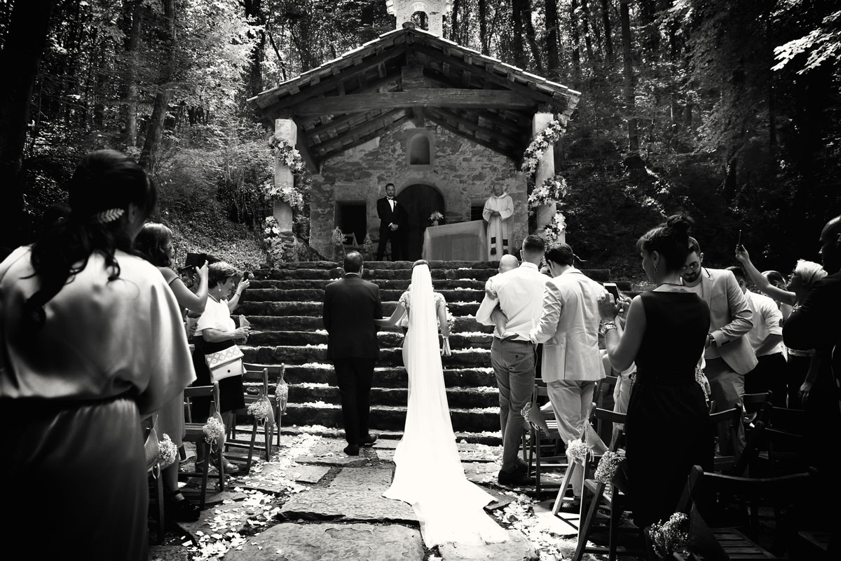 Romantic wedding in the forest 25