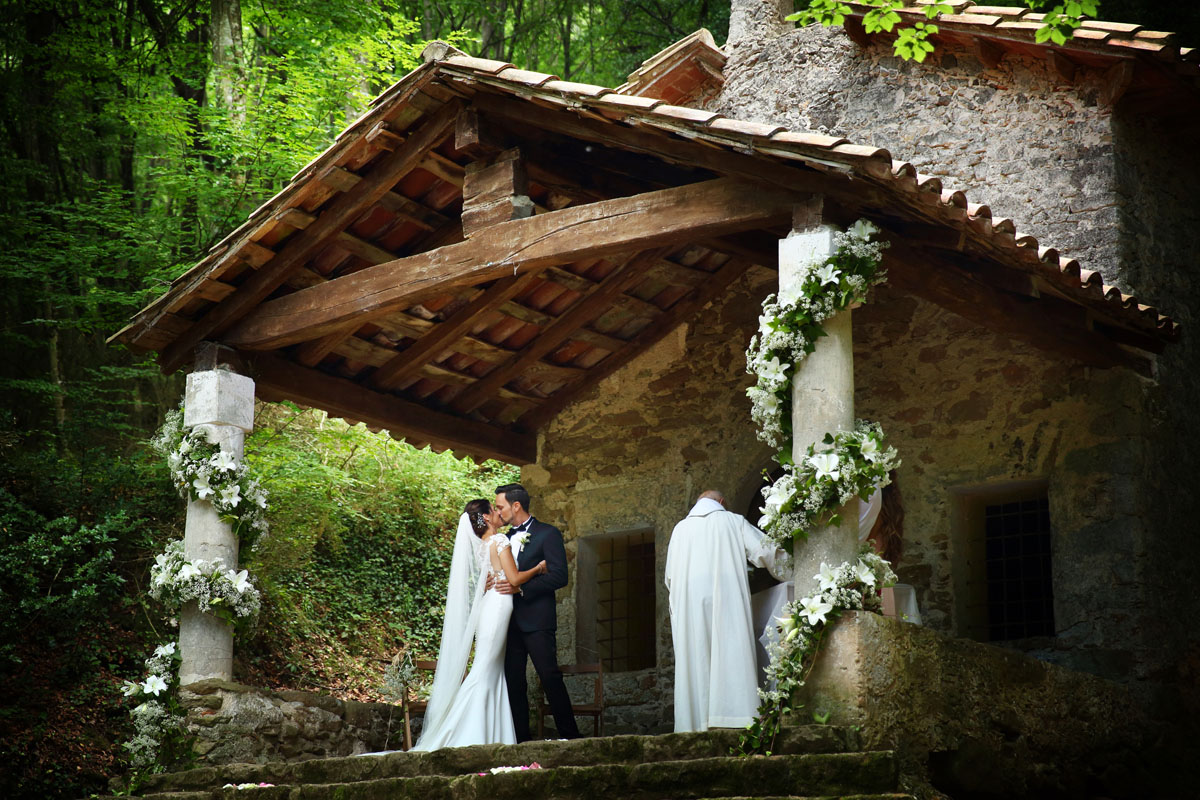 Romantic wedding in the forest 31