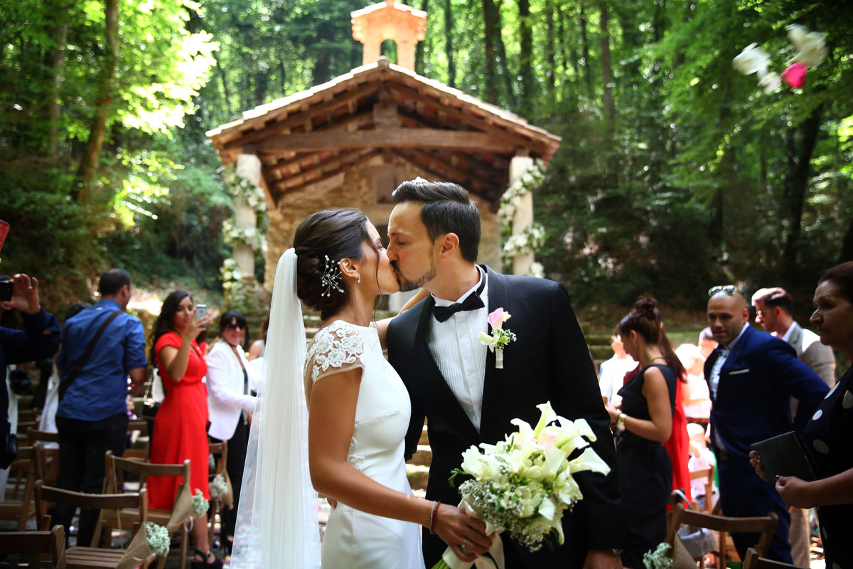 Romantic wedding in the forest 33