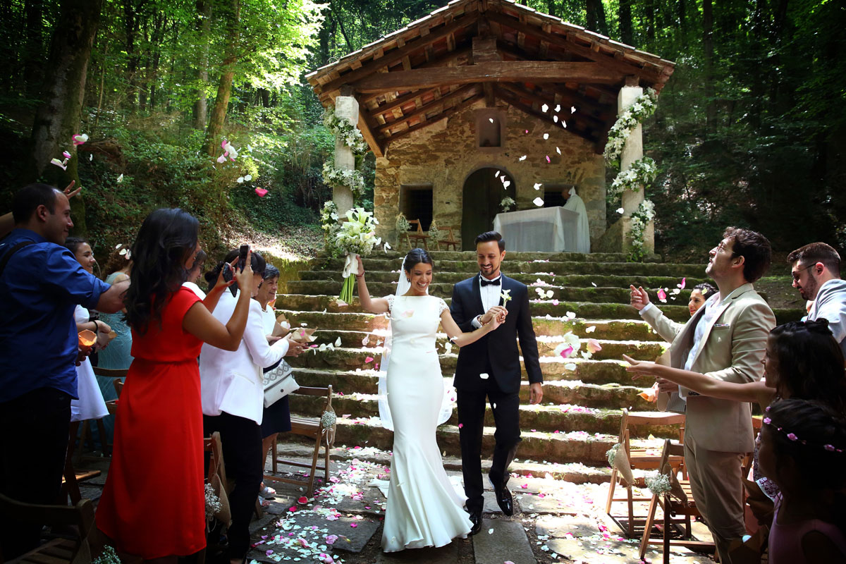 Romantic wedding in the forest 34