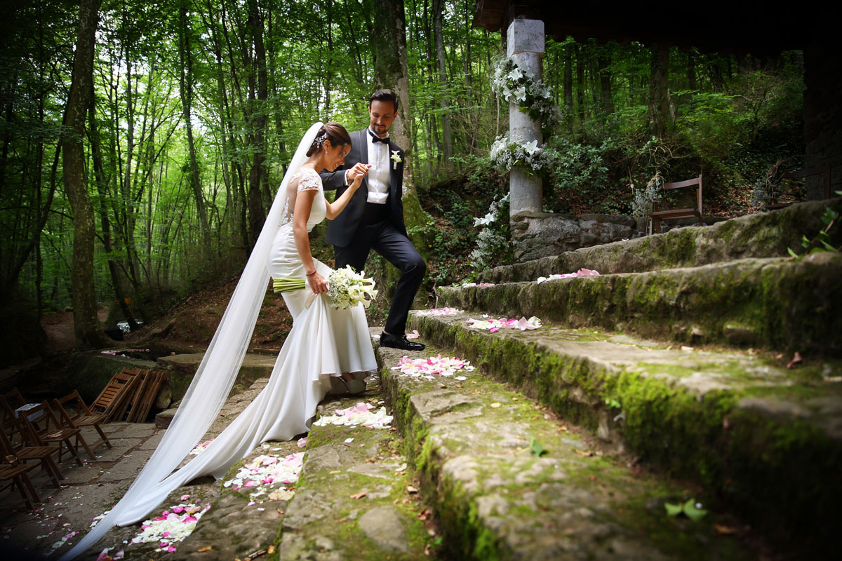 Romantic wedding in the forest 40