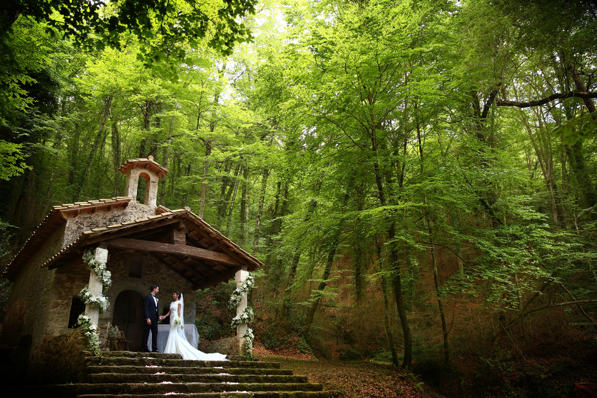 Romantic wedding in the forest 41