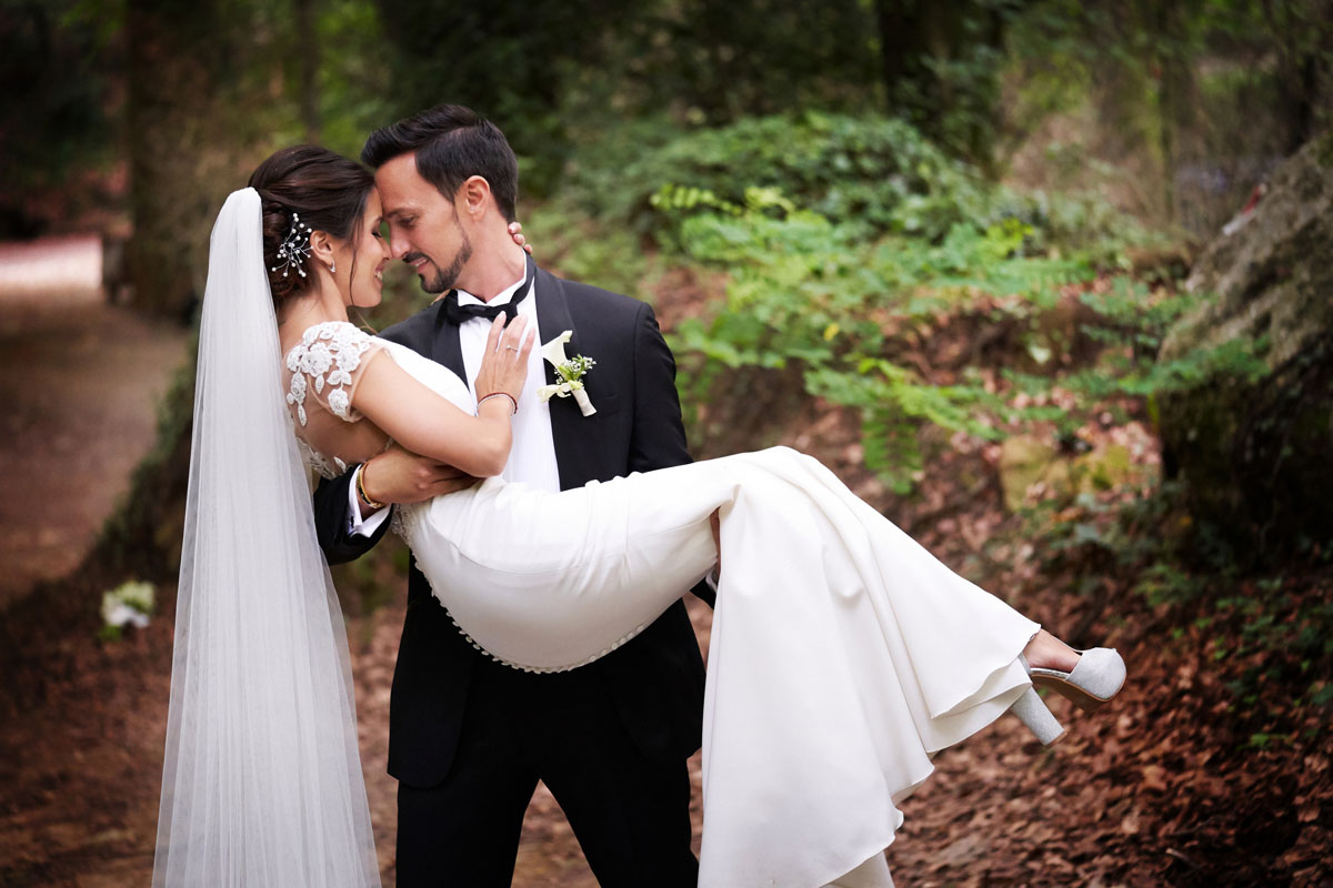 Romantic wedding in the forest 50